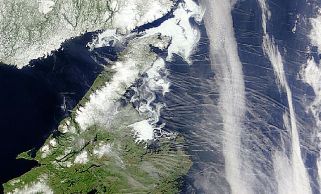 Contrails or Cirrus Clouds? - Newfoundland, 7 May 1999